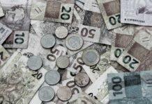 Monte de Notas e moedas de Real