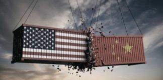 Um container com a bandeira americana batendo em outro com a badeira chinesa. Será que teremos um acordo comercial em definitivo?