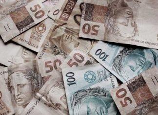 Foto de notas de 50 e 100 reais, representando os indicadores do mercado financeiro