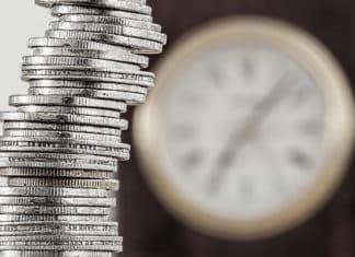 Na foto: uma pilha de moedas em alusão a renda fixa