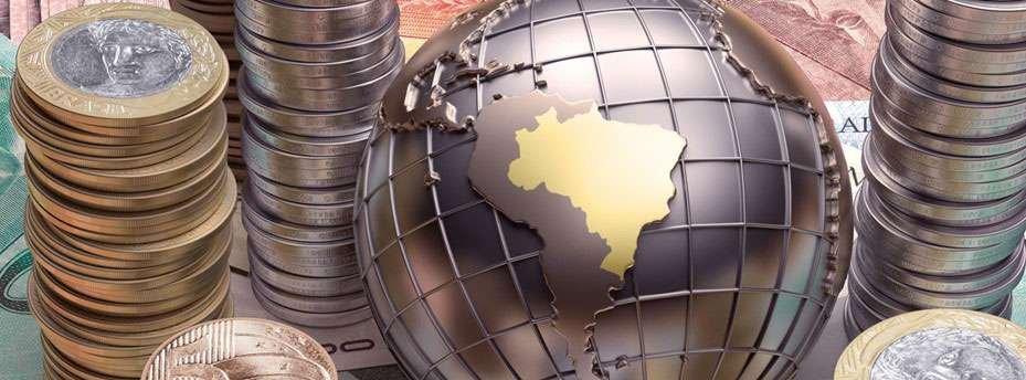 foto que representa a moeda real e um globo: governo brasileiroz e investimentos